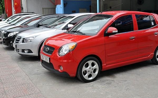 L'importation d'automobiles connait une hausse fulgurante en 10 mois hinh anh 1
