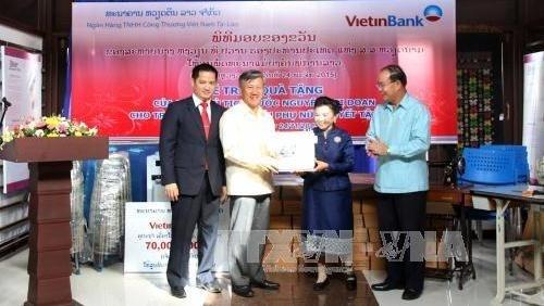 Le Vietnam aide le Laos dans l'apprentissage d'un metier aux femmes handicapees hinh anh 1