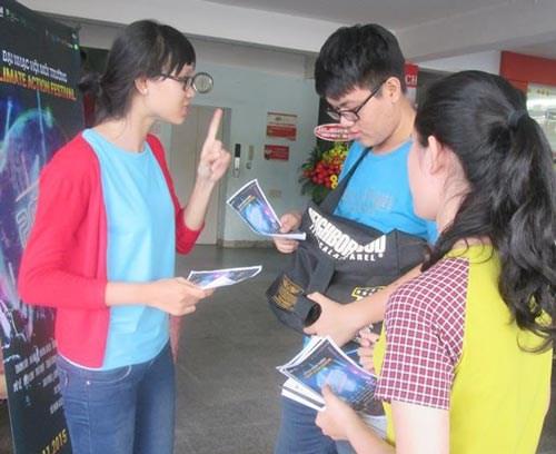 Les jeunes vietnamiens transmettent des messages a la COP21 hinh anh 1