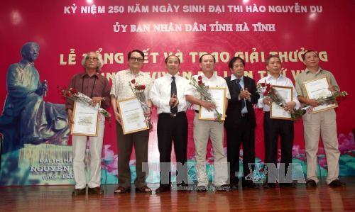 Ha Tinh : ceremonie de remise des 6es prix litteraires Nguyen Du hinh anh 1