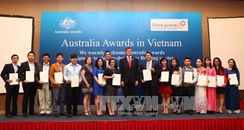 Quelque 139 etudiants vietnamiens recoivent une bourse de l'Australie hinh anh 1