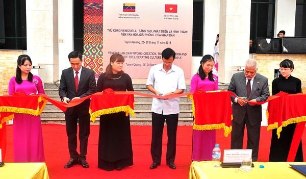 Venezuela : ouverture de l'exposition d'objets artisanaux a Tuyen Quang hinh anh 1