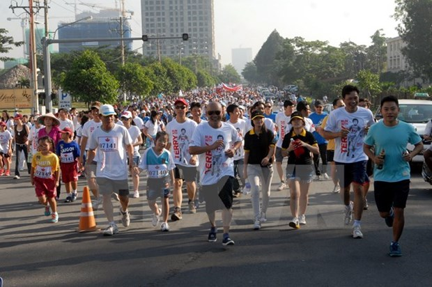Plus de 18.000 participants a la course Terry Fox 2015 hinh anh 1