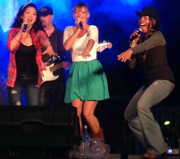 Le groupe de musique country Blended 328 se produira au Vietnam hinh anh 1