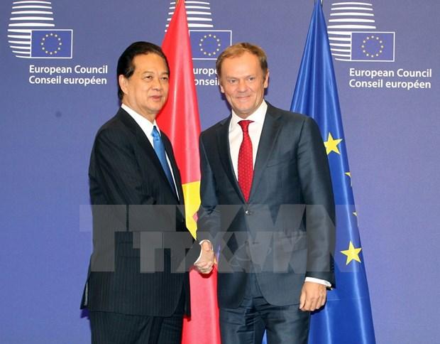 Rencontres entre Nguyen Tan Dung et des dirigeants de l'UE hinh anh 1
