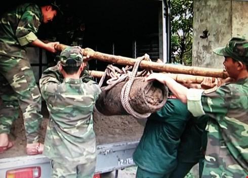 Une bombe de 250 kg decouverte a Hung Yen hinh anh 1