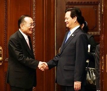 Le PM Nguyen Tan Dung recoit le president de la Chambre des conseillers du Japon hinh anh 1