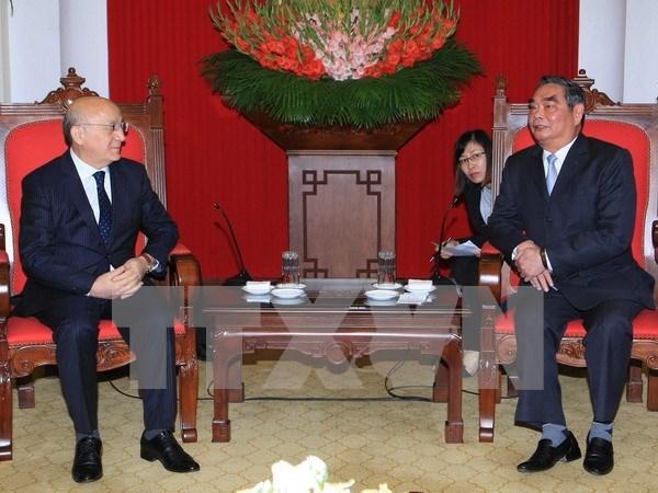 Renforcement de la cooperation entre le PCV et le Parti Yeni Azerbaijan hinh anh 1