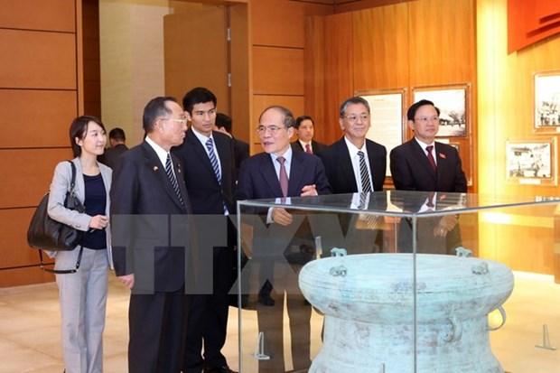 Le president de la Chambre des conseillers du Japon acheve sa visite au Vietnam hinh anh 1