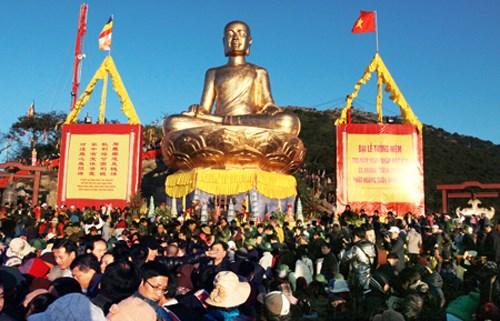Commemoration de l'Eveil du Roi-Bouddha Tran Nhan Tong hinh anh 1