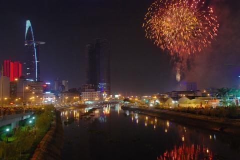 Ho Chi Minh-Ville : deux places de feu d'artifice pour le Nouvel An 2016 hinh anh 1