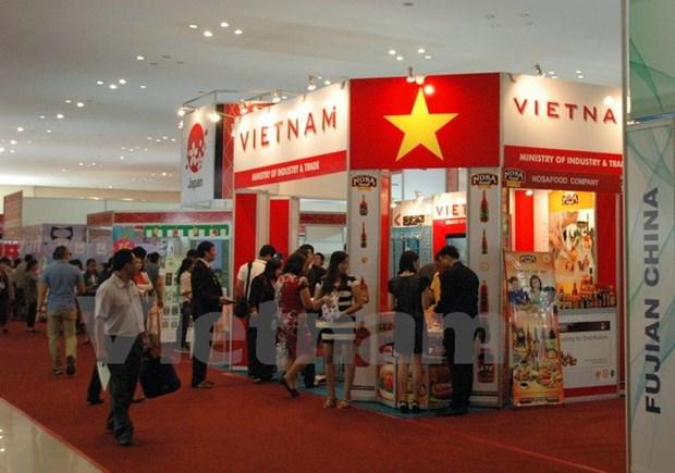 Des produits vietnamiens presentes a l'exposition de l'import-export au Cambodge hinh anh 1