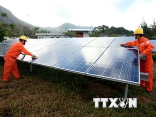 Un groupe sud-coreen investit dans des projets d'energie solaire a Dak Nong hinh anh 1