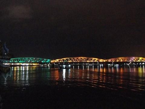 La beaute du pont Truong Tien de Hue hinh anh 2