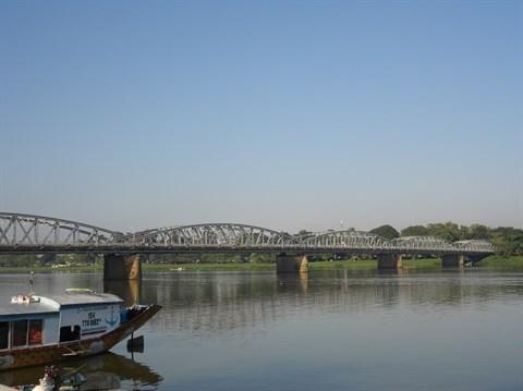 La beaute du pont Truong Tien de Hue hinh anh 1