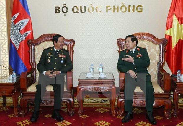 Le ministre vietnamien de la Defense recoit des anciens combattants cambodgiens hinh anh 1