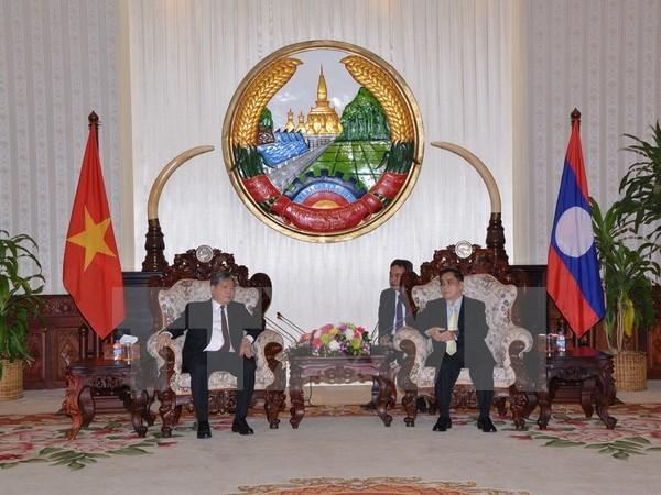 Le ministre vietnamien de la Justice recu par le PM laotien hinh anh 1