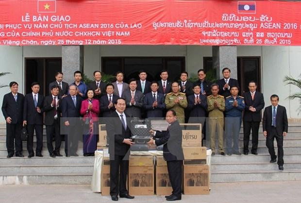 Remise d'equipements de securite au Laos hinh anh 1