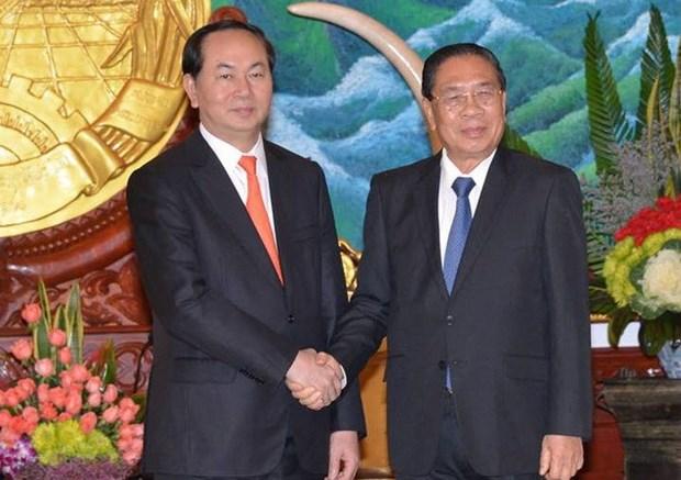 De hauts dirigeants laotiens recoivent le ministre vietnamien de la Securite publique hinh anh 1