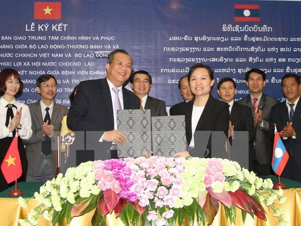 Le Vietnam offre un centre d'orthopedie au Laos hinh anh 1