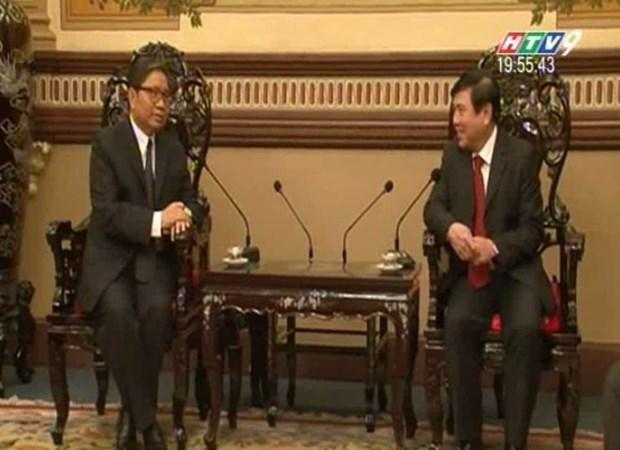 Le president du Comite populaire de HCM-Ville recoit le nouveau consul general laotien hinh anh 1
