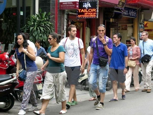 Pres de 8 millions de touristes etrangers au Vietnam en 2015 hinh anh 1