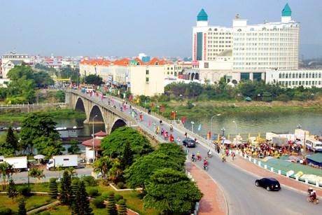Quang Ninh : Mong Cai accueille son millionnieme touriste de 2015 hinh anh 1