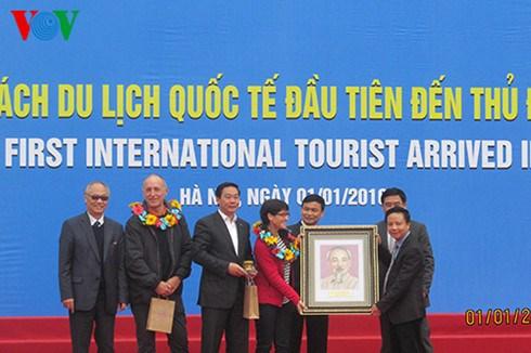 Afflux de touristes etrangers lors du premier jour de l'annee hinh anh 1