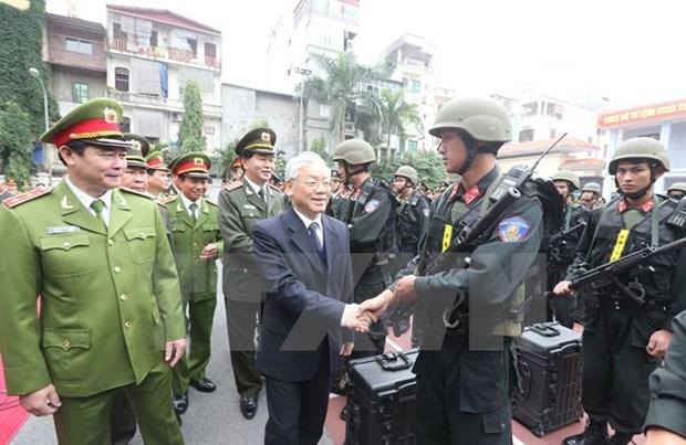 Le chef du PCV travaille avec le commandement de la police mobile hinh anh 1