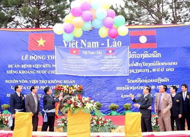 Le Vietnam aide le Laos a construire l'hopital d'amitie de Xieng Khouang hinh anh 1