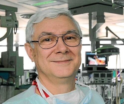 Des gastro-enterologues francais vont effectuer des operations a Hanoi hinh anh 1