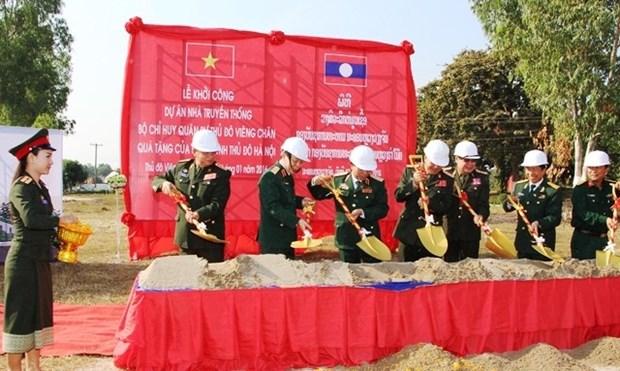 Mise en chantier de la maison traditionnelle du Commandement militaire de Vientiane hinh anh 1