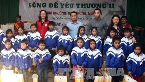 Aides pour les pauvres au seuil du Nouvel An traditionnel hinh anh 1