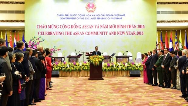 Le Premier ministre offre un banquet au corps diplomatique au Vietnam hinh anh 1