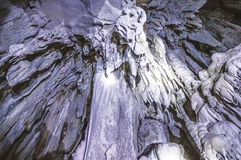 De nouvelles grottes se devoilent pres de la baie de Ha Long hinh anh 2