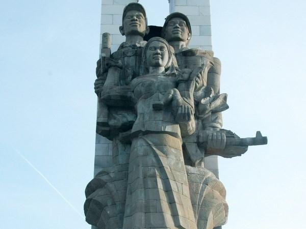 Restauration des statues commemoratives des volontaires vietnamiens au Cambodge hinh anh 1