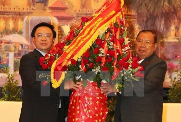Des dirigeants laotiens recoivent l'envoye special du chef du Parti communiste du Vietnam hinh anh 1