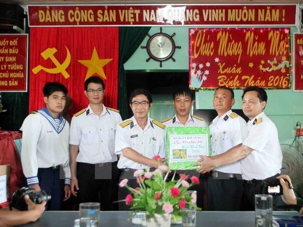 Des cadeaux pour les familles des soldats en poste a Truong Sa hinh anh 1