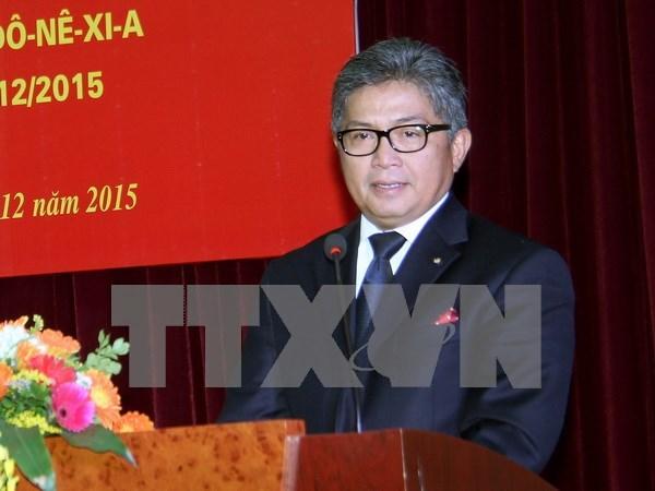 L'Insigne pour la paix et l'amitie entre les nations a l'ambassadeur indonesien hinh anh 1
