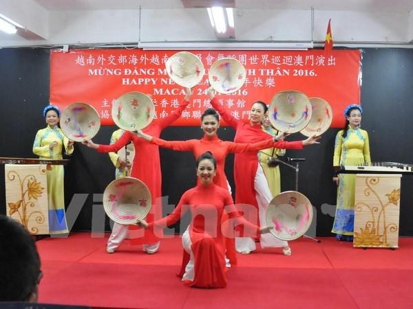 Les Viet Kieu au Cambodge et a Macao fetent le Tet du Singe 2016 hinh anh 3