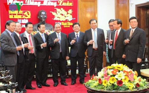 Tet: le vice-Premier ministre Nguyen Xuan Phuc a Da Nang hinh anh 1