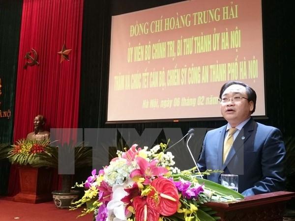 Tet : Hoang Trung Hai rend visite aux forces armees de la capitale hinh anh 1