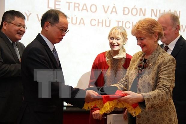 L'ambassade du Vietnam en France recoit un objet souvenir d'Ho Chi Minh hinh anh 1