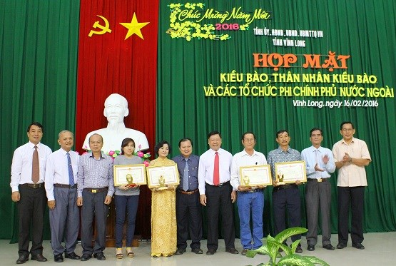 Vinh Long : rencontre des Viet Kieu a l'occasion du Tet 2016 hinh anh 1