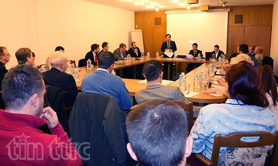 Presentation de l'environnement d'affaires du Vietnam a des partenaires tcheques hinh anh 1