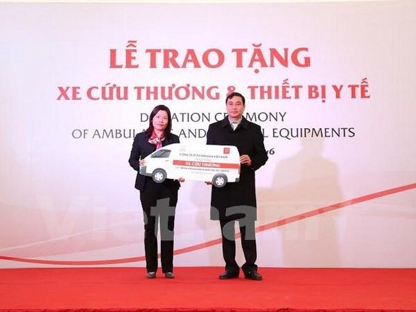 Toyota remet des equipements medicaux aux hopitaux de Ha Giang hinh anh 1
