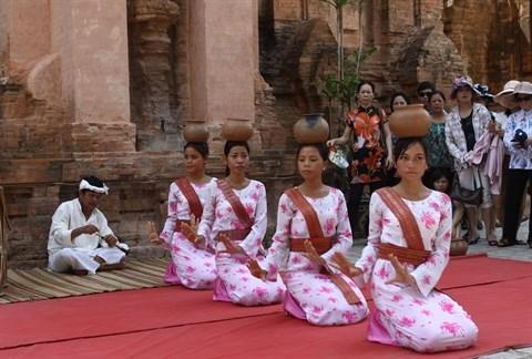 Precis des danses traditionnelles de l'ethnie Cham hinh anh 2