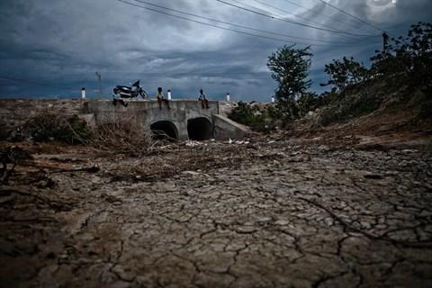 Le Vietnam frappe par deux grands phenomenes climatiques hinh anh 1
