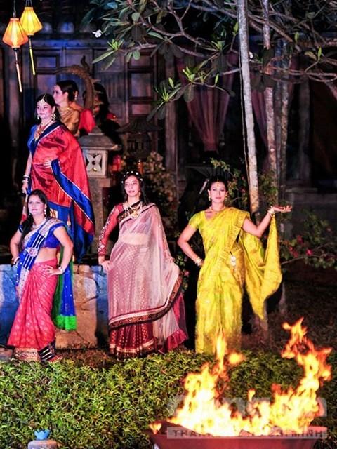L'ao dai et le sari, vedettes d'un defile de mode a Ho Chi Minh-Ville hinh anh 1