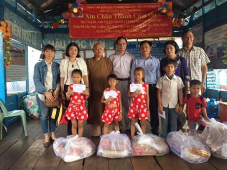 Une delegation du Front de la Patrie du Vietnam a Siem Reap hinh anh 1